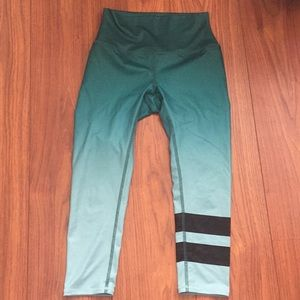 Alo Yoga capri leggings worn and washed once XS
